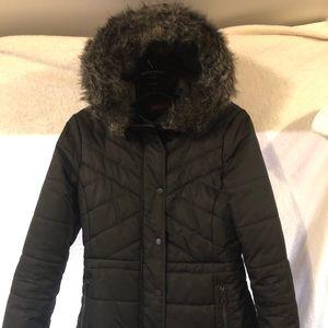 Women's puffer jacket /faux fur collar